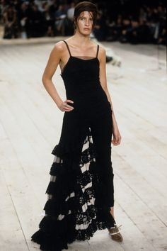 Alexander McQueen Spring 1999 Ready-to-Wear Fashion Show