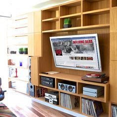 Great entertainment room - combines most of what I'd want for enjoying music and tv... (via apartmenttherapy.com)