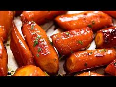 Glazed Carrots made with brown sugar or honey, then roasted so you get the most amazing caramelised edges and toffee-like glaze! Carrot Recipes, Pumpkin Recipes, Vegetable Recipes, Healthy Recipes, Side Dishes Easy, Vegetable Side Dishes, Brown Sugar Glazed Carrots, Recipetin Eats, Vegetarian Food