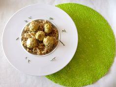 Boulettes épicées au lait de coco sur leur lit de pâtes