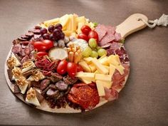 Appetizer Board for persons Finger Food Appetizers, Finger Foods, Appetizer Recipes, Party Appetizers, Party Food And Drinks, Snacks Für Party, I Love Food, Good Food, Yummy Food
