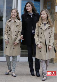 Queen Letizia of Spain, Princess Leonor (R) and Princess Sofia visit King Juan Carlos at La Moraleja Hospitalon April 2018 in Madrid, Spain. Princess Letizia, Princess Sofia, Queen Letizia, Outfits For Teens, Fall Outfits, Fashion Outfits, Style Royal, Spanish Royalty, Royal Clothing