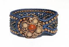 Lederarmband mit tschechischen Perlen, Vintage, Wickelarmband von BerlinBijou…