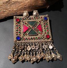 Joyas de joyería gitana tribu Tribal afgano Vintage colgante étnico. Collar Vintage Kuchi de JewelsofNomads en Etsy https://www.etsy.com/es/listing/231620914/joyas-de-joyeria-gitana-tribu-tribal