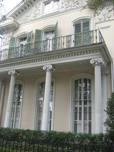 A charming house with white columns in the Garden District. Travel New Orleans! Southern Mansions, Southern Plantations, Southern Homes, Southern Style, Country Homes, Southern Charm, Southern Living, Architecture Details, New Orleans Architecture