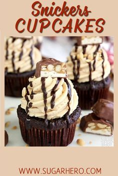 Snickers Cupcakes – with a caramel filling and the BEST fluffy peanut butter f. - Snickers Cupcakes – with a caramel filling and the BEST fluffy peanut butter frosting! Snickers Cupcakes, Chocolate Cupcakes, Caramel Cupcakes, Snickers Cake, Chocolate Frosting, Delicious Desserts, Dessert Recipes, Summer Cupcake Flavors, Cupcake Filling Recipes