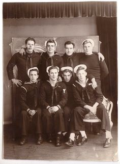 Vintage Photographs of Male Relationships in Everyday American Photography From Before the Civil War to the Vintage Pictures, Old Pictures, Old Photos, Creepy Pictures, Vintage Sailor, Vintage Men, Hugs, Navy Sailor, Sailor Style