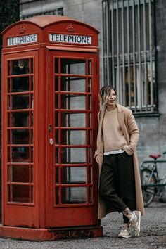 Brown is the new black | Fashion Blog from Germany. Camel sweater+white shirt+dark brown jogger pants+beige sneakers+camel coat+black striped shoulder bag. Fall Sport-chic Outfit 2016