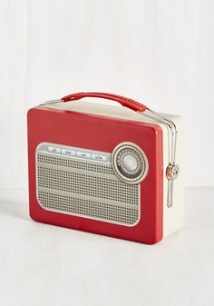 Jams, It's What's for Dinner Lunch Box. Tote your mealtime treats in this radio-shaped lunch box by Kikkerland, and everyone will tune in to see what you have inside! #red #modcloth
