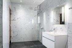 kylpyhuone marmori - Google-haku My Dream Home, Double Vanity, Bathtub, House Design, Bathroom, Architecture, Interior, Haku, Inspiration
