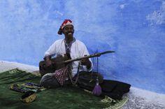 Musicien de rue à Rabat au Maroc   a-street-musician-in-rabat-in-morocco-alistair-laming.jpg (600×398)