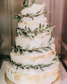 30 Silver Sage Green Wedding Color Ideas for 2020 - Bruidstaart Beautiful Wedding Cakes, Elegant Wedding, Perfect Wedding, Rustic Wedding, Dream Wedding, Wedding Day, Budget Wedding, Extravagant Wedding Cakes, Beach Wedding Attire