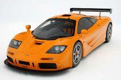 """McLaren F1 LM En la década de los 90 este fue el """"automóvil mas rápido del mundo"""" desarrollado por McLaren con la colaboración de la BMW crearon el automóvil mas rápido del momento con un motor V12 de 60 grados con un cilindrare de 6,064 centímetros cúbicos genera una velocidad de 386km/h."""
