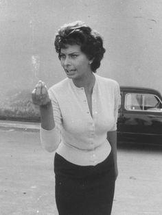 Nobody looks as beautiful arguing as Sophia Loren arguing in Italian.