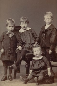 We Are Family, Flower Fairies, Edwardian Era, Little Sisters, Family Pictures, Time Travel, Siblings, Brother, The Past