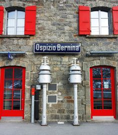 Ospizio Bernina train station, the highest point of the railway. Try this unique experience with the best local guides. Glacier Express, Bernina Express, Train Car, Lake Como, Local Guides, Tour Guide, Alps, Small Groups, Day Trips