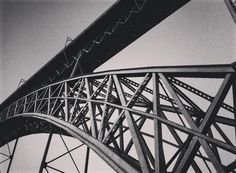 #pont #metal #arch #bridge #ponteluis #domluisbridge #douro #douroriver #porto #portugal #travelgram #travelaroundtheworld #portugal_lovers #gustaveeiffel #eiffel #architecture #architecturelovers #iloveporto  #structure #citywalk #instamoment #instagood #iphoneonly #iphonegraphy by cecihuisili