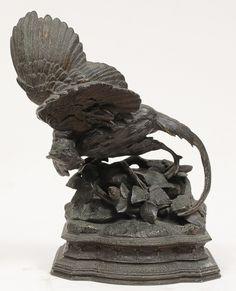 """Escultura em bronze representando """" Faisão sobre rocha com galitos """" base trabalhada.França"""