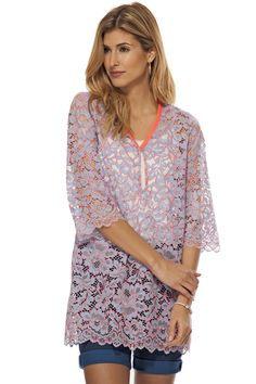 Robe de dentelle avec col en V / V-neck lace dress  https://www.tristanstyle.com/en/femmes/robes/robe-de-dentelle-avec-col-en-v/8/fv090c0906z/
