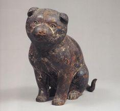 """""""高山寺木彫狗児:京都の栂尾の寺院で世界遺産に登録されている(古都京都の文化財)。当像は高山寺を開基した明恵が座右に置いて愛玩した遺愛の犬である。白樺派の作家・志賀直哉は「時々撫で擦りたいような気持のする彫刻」と記している。伝快慶作。"""""""