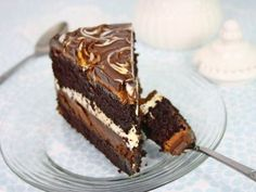 Yaaayyyy finally found a proper recipe for the Tuxedo cake! Tort Tuxedo/ Tuxedo cake THis is the actual recipe! Look farther down for english Baking Recipes, Cake Recipes, Dessert Recipes, Best Chocolate Cake, Chocolate Desserts, Sweets Cake, Cupcake Cakes, Cupcakes, Great Desserts