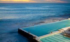 Hablamos de piscinas en el agua en el blog del Observatorio Español del Diseño. //http://oed.esne.es/2014/01/piscinas-en-el-agua/ //Bondi Icebergs Pool en Australia