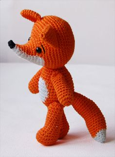 Amigurumi Crochet Fox Pattern Lisa the Fox Softie by pepikaCheck out the amazing Lisa the Fox amigurumi pattern. The pattern includes 11 pages and 30 images to guide you through the creation of your own little fox.IMPORTANT: This listing is for a pat Crochet Fox, Crochet Mittens Free Pattern, Crochet Gratis, Crochet Baby Jacket, Crochet Cross, Cute Crochet, Crochet Animals, Amigurumi Fox, Crochet Patterns Amigurumi