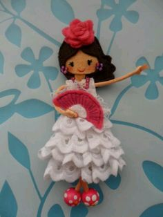 Muñecas Felt Crafts Diy, Felt Diy, Doll Crafts, Diy Doll, Felt Dolls, Paper Dolls, Clothespin Dolls, Felt Brooch, Felt Applique