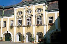 Das Kamptal mit einem der ganz großen Weingüter. Grüner Veltliner, 2010, Domäne Gobelsburg, Vol 2 - http://www.dieweinpresse.at/gruner-veltliner-2010-domane-gobelsburg-2/