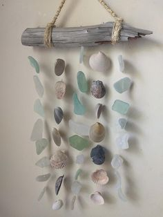 Crafts Wind Chimes Sea Glass and Seashell Windchime womensclub. - Sea Glass and Seashell Windchime womensclub. Sea Glass Crafts, Sea Crafts, Sea Glass Art, Diy And Crafts, Arts And Crafts, Crafts With Seashells, Baby Crafts, Fused Glass, Sea Glass Decor