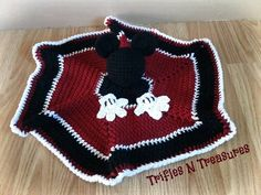 Materials Used: Worsted weight yarn in Red, Black, and White Size H/8 (5.00mm) crochet hook Small amount of stuffing Yarn needle Size/Gauge: Gauge is not important to this project. Finished models...