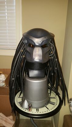 """Guy spends a month making a seriously impressive """"Predator"""" costume Photos) Xenomorph Costume, Predator Costume, Predator Cosplay, Predator Helmet, Predator Alien, Airsoft Full Face Mask, Airsoft Mask, Ufo, Iconic Movie Characters"""