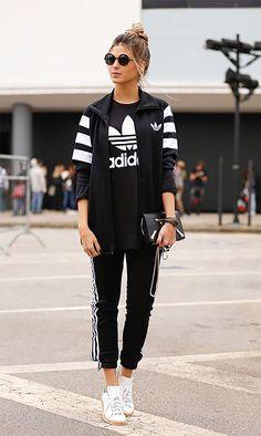 Street style look com conjunto Adidas.