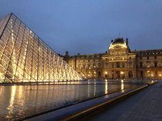 Het Louvre in Parijs is één van de grootste musea ter wereld. De collectie bestaat onder andere uit kunst, archeologische vondsten en ruimtes met meubels uit de barok.   De meeste werken, die er hangen staan in het teken van de liefde. Perfect om hier op Valentijnsdag dus naar toe te gaan met je Liefde. Speciaal voor deze dag zijn er 22 werken geselecteerd waarin kunst en liefde hand in hand gaan.. Deze bijzondere tour zal ongeveer 2 uur tijd in beslag nemen, maar voor echte museum…