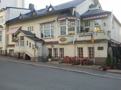 Old Buildings, First Home, Helsinki, Dream Garden, Travel Around, Villas, Childhood Memories, Bees, Gingerbread