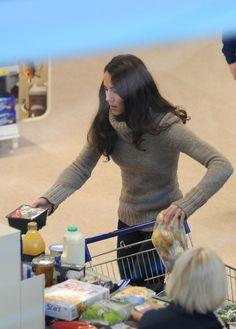 Kate Middleton shopping for groceries at Tesco