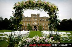 We love the look of Wedderburn Castle as photographed here by Alan Hutchison - the grandeur of the castle, the vibrancy of the lawn and the romance of the archway makes us sign with contentment. <3