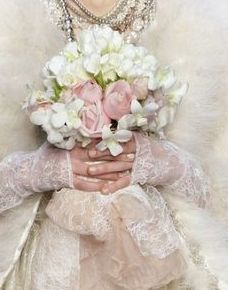 Love the lace and the simplicity of the boquet