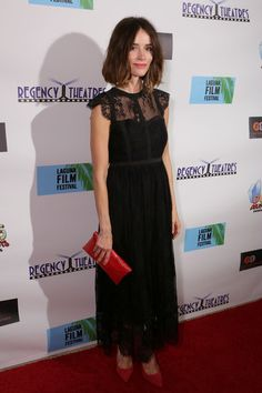 Abigail Spencer Pumps - Abigail Spencer styled her lovely dress with a pair of red pumps.
