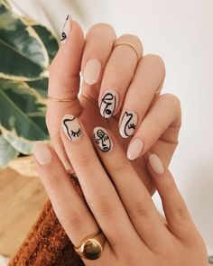 nail art People are painting their nails like Picasso paintings, and honestly, they look pretty cool. People Are Painting Their Nails Like Picasso Paintings, And Honestly, It Looks Pretty Cool. Minimalist Nails, Cute Nails, Pretty Nails, Hair And Nails, My Nails, Pin Up Nails, Work Nails, Picasso Nails, Nail Design Glitter