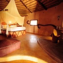 "Suite ""MASAI"" This is a large bungalow with private garden and outdoor bathtub."