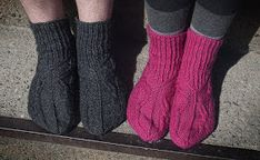 Hilppa: Villasukkaohjeita miehille Sexy Socks, Knitting Socks, Knit Socks, Leg Warmers, High Socks, Legs, Crochet, Aalto, Fashion