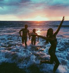 61 best roxy images in 2019 summer beach, summer vibes, spri Sunday Kind Of Love, Summer Of Love, Summer Beach, Summer Sunset, Beach Night, Happy Summer, Beach Fun, Summer Fun, Summer Nights