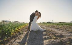 Pareja de novios en la huerta #wedding #bodas #novios #huerta #sunset #atardecer