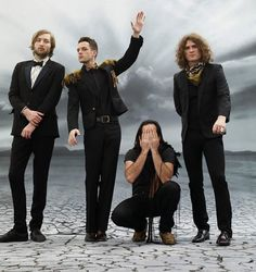 The Killers release new single that is blowing up the internet. Brandon Flowers is great songwriter and an enjoyable front man. The Killers, Emo Bands, Music Bands, Music Love, Music Is Life, Florent Mothe, Christophe Mae, Mr Brightside, Mozart
