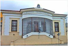 Museo del Fin del Mundo en Ushuaia De 9 a 20 (temporada alta) de 12 a 19 (de abril a setiembre).Visitas guiadas: 11, 14, 16 y 18. Para tener en cuenta Las visitas guiadas son muy interesantes y aportan mucha información adicional. Si puede coincidir en los horarios, aprovéchelas. Del Fin del Mundo Av. Maipú 173 (9410)  Ushuaia Tierra del Fuego Tel: +54 2901-421863