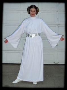 Princess Leia episode IV A New Hope dress pattern tutorial Now that - 24 Awesome Princess Leia Costume Diy Ideas Family Halloween Costumes, Diy Halloween Costumes, Cool Costumes, Party Costumes, Star Wars Halloween, Princess Leia Dress, Princesa India, Disfraz Star Wars, Anniversaire Star Wars