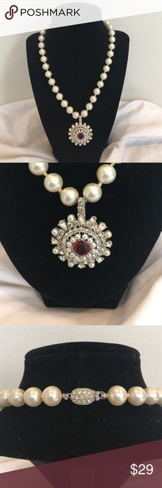 """GIFT - Gorgeous Vintage Necklace Lovely vintage faux pearls with starburst of diamonds, pearls and center red stone  - 17"""" long Vintage Jewelry Necklaces"""