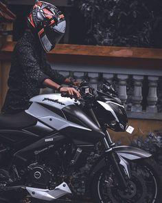 Ninja Bike, Ns 200, Bike Pic, Bike Photoshoot, Motorcycle Photography, Bike Rider, Girly Pictures, Royal Enfield, Biker Girl