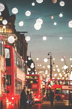 ..To walk alone in London is the greatest rest. #London
